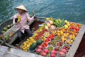 Местные фрукты во Вьетнаме