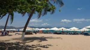 Пляж рядом с отелем Галиот