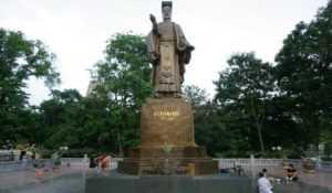 Статуя Ли Тхай То