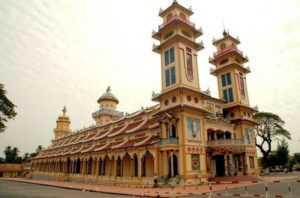 Храм религии Као Дай в Дананге