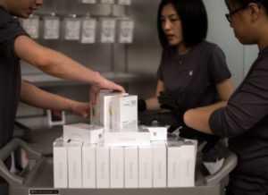 Apple требует убрать незаконные логотипы во Вьетнаме