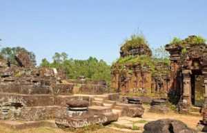 Древняя дорога храмовом комплексе Мишон во Вьетнаме