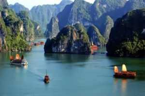 Незарегистрированные туристические лодки в бухте Халонг