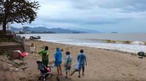 После шторма Дэмри во Вьетнаме переполнены многие водохранилище
