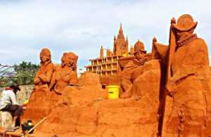 Парк песчаных скульптур открылся в Муйне