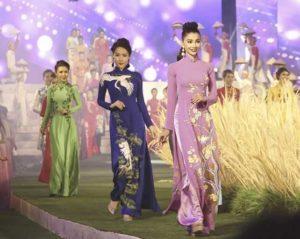 В Хошимине открылся фестиваль платья «аозай»