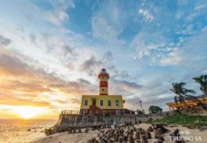 Марки с морскими достопримечательностями Вьетнама