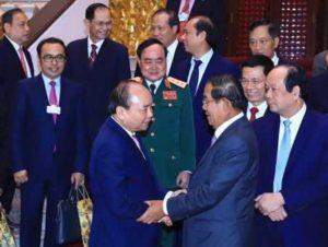 Премьер-министр Вьетнама встретился с коллегой из Камбоджи