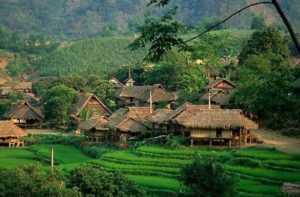 Жители деревни во Вьетнаме отпустили полицейских