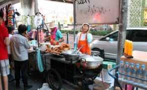 В Ханое будут убирать уличных торговцев