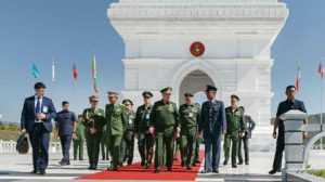 Сергей Шойгу начал свой визит во Вьетнам