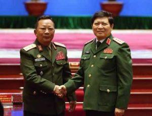 Лаос вручает почетные звания представителям армии Вьетнама
