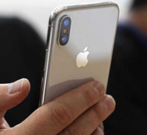 В Хошимине предлагают ввести налог на дорогие телефоны