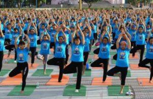 Во Вьетнаме проходит международный день йоги