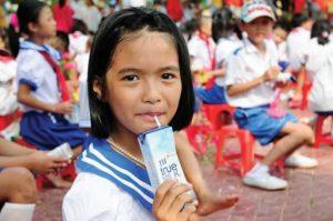 В Ханое продолжится молочная программа в школах